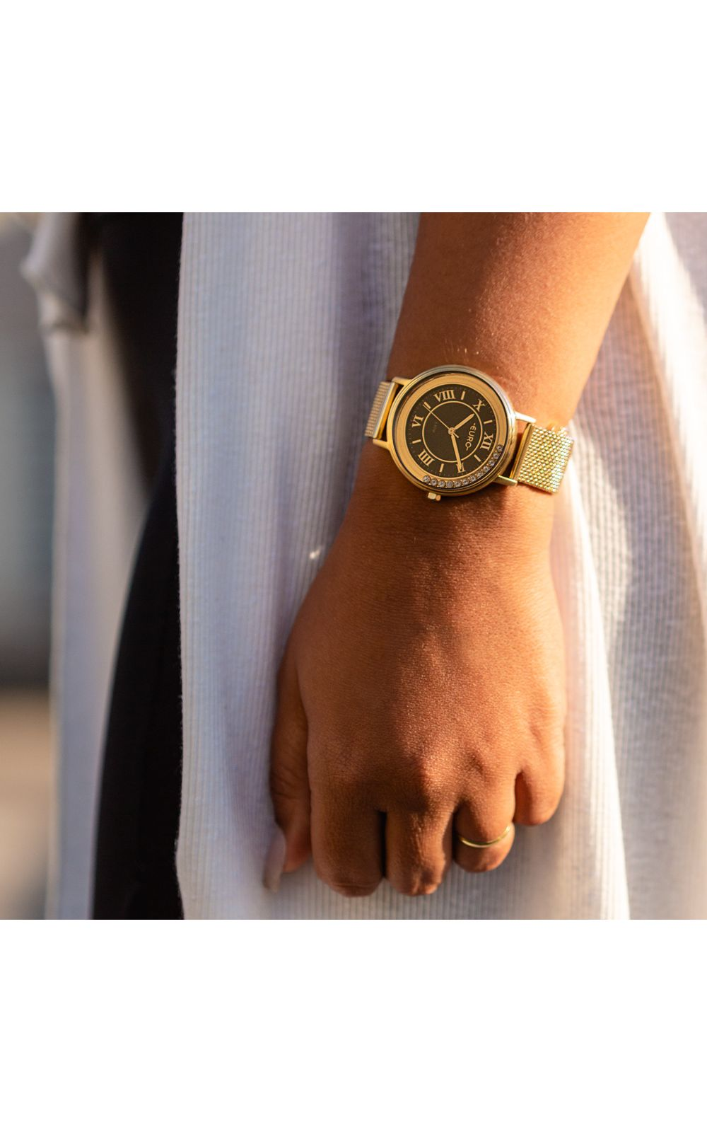 Foto 4 - Relógio Euro Crystal Move Feminino Dourado EU2035YRU/4P